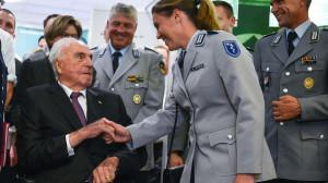 Helmut Kohl er ffnet Ausstellung gegen Hitler und NS Regime im