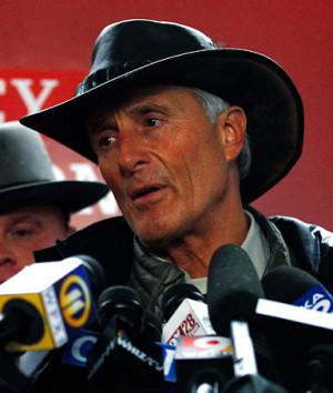 Columbus Zoo director emeritus Jack Hanna speaks to the media in ...