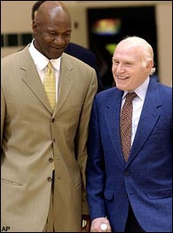 Kohl with former Bucks coach Terry Porter. (Photo by Gary Dineen/NBAE ...