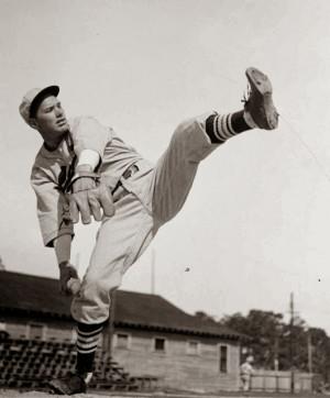 Dizzy Dean was the last National League Pitcher