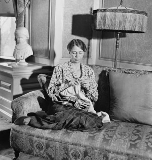 Eleanor Roosevelt knitting in the NY Executive Mansion, 1932
