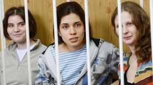 Nadezhda Tolokonnikova (left), Maria Alyokhina (right) and Yekaterina ...