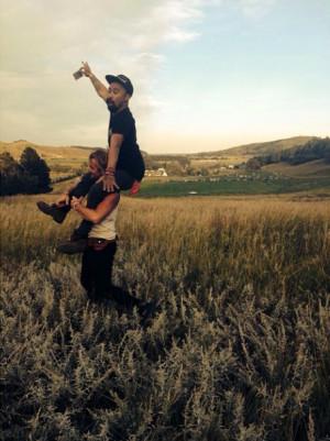 Nahko Bear on the shoulders of Xavier Rudd in the Black Hills ...