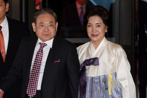 Lee Kun-hee and his wife Hong Ra-hee in October 2013. European ...