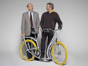 Il sindaco di Bordeaux, Alain Juppé con Philippe Starck e la bici ...