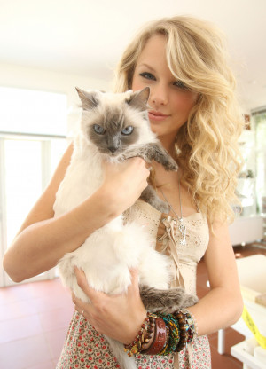 Taylor Swift's Evil Pussy
