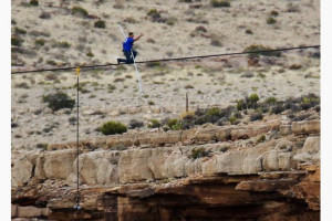 Nik Wallenda Crosses Canyon On Tightrope Nik Wallenda To Cross
