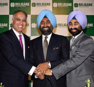 and Managing Director Sunil Godhwani (left), Malvinder Mohan Singh ...