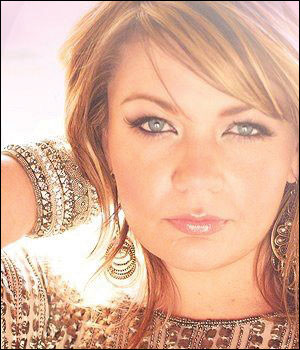 Laura Mennell Profile...