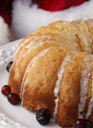 Overnight Eggnog Coffee Cake with Nog Glaze #recipe