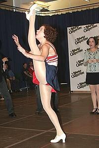 Drowsy Chaperone press greeting - Sutton Foster ( kicking)
