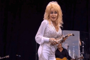 dolly-parton-played-the-benny-hill-theme-tune-wit-2-14809-1404145979 ...