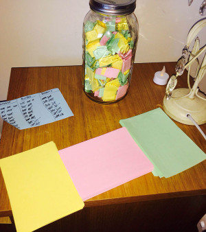 Perfect Boyfriend Puts 365 Love Notes In A Jar For His Girlfriend To ...
