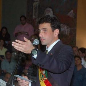 foto 11El gobernador de Miranda Henrique Capriles Radonski expand