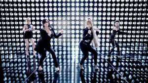 girls-performing-i-am-the-best.jpg