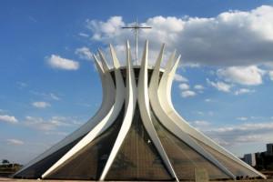 Catedral de Brasilia. Arquitecto Oscar Niemeyer. foto Victor Hugo Mori