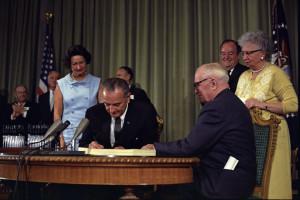 Lyndon_Johnson_signing_Medicare.jpg