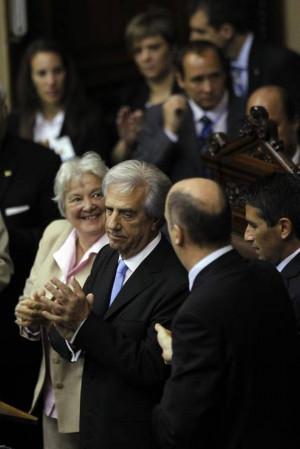 El nuevo mandatario de Uruguay Tabar V zquez c aplaude hoy