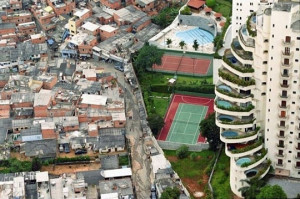 Funny photos funny Brazil poor rich people limit
