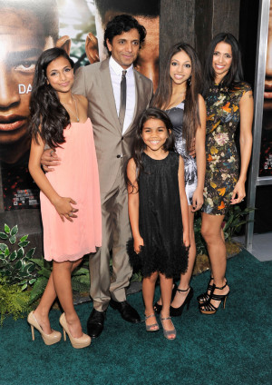 Thread: M. Night Shyamalan, wife Bhavna Vaswani and daughters - 'After ...