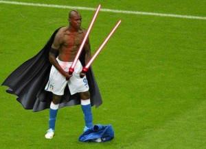 Mario Balotelli Funny Pictures-Photos 2012