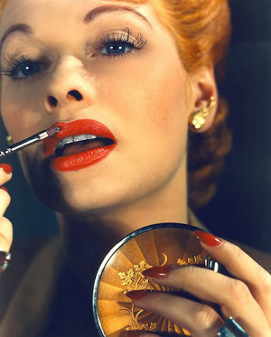 11. Her timeless look. Her thick, long eyelashes, red lipstick and ...