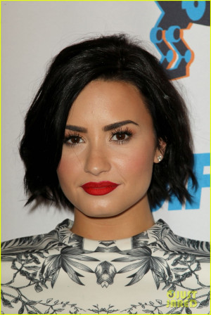 Demi Lovato Live Tweets Her Flight Delay: This Is Almost As Good As ...