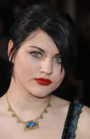 Meet Frances Bean Cobain' Kurt Cobain Daughter (22 Photos)