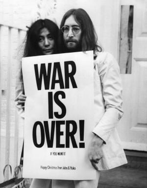 John y Yoko en una de sus varias cruzadas contestatarias.