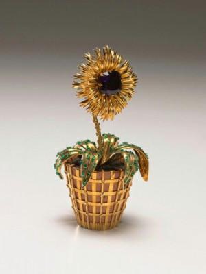 Mrs. Paul Mellon Flower Pot by Jean Schlumberger made of gold ...
