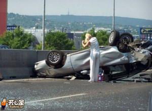 一组离奇的车祸照片-第1页-十大离奇车祸之轮子掉了