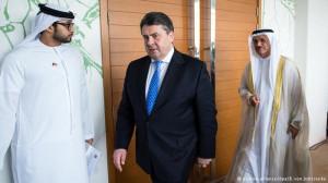 Sigmar Gabriel mit seinem Amtskollegen aus Abu Dhabi Foto picture