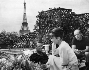 "William Holden , Audrey Hepburn , e Richard Quine no set de ""Paris ..."