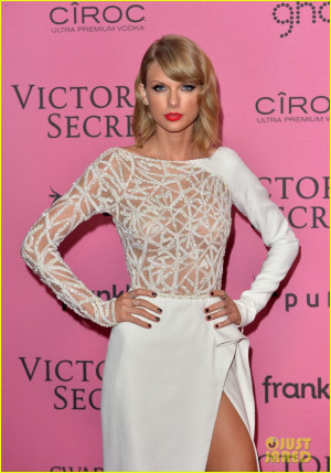... the Sexy Leg Pose at Victoria's Secret Fashion Show After Party