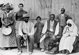 photograph from the 1880s of Harriet Tubman with some she helped to ...