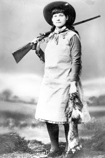 ANNIE OAKLEY (Phoebe Ann Moses)Biography, Pictures, Quotes, Photos ...