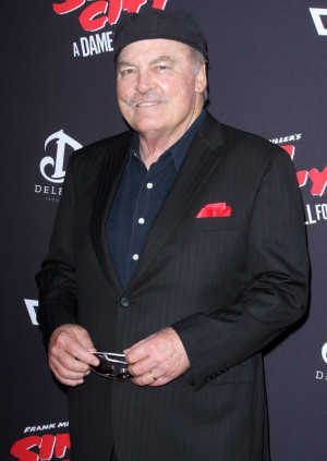 stacy-keach-premiere-sin-city-a-dame-to-kill-for-02.jpg