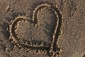 Optimized-Heart_love_sand_summer_beachIMG_6778