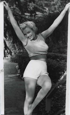 do girl. Curvy sexy Miss Marilyn Monroe !!! I really love these curvy ...