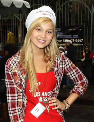 Olivia Holt Los Angeles Mission Christmas Eve For The Homeless