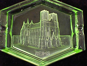 GREEN GLASS INTAGLIO REIMS CATHEDRAL SOUVENIR Image1