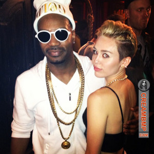 4UMF NEWS ) Miley Cyrus Announces She Is Pregnant: