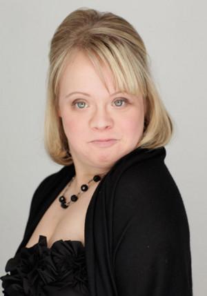 Lauren Potter - Wiki Glee