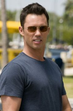 Burn Notice. Jeffery Donovan aka Michael Weston! :)