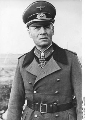Generalfeldmarschall Erwin Rommel bersama seorang Feldwebel dalam ...