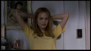 Angelina-Jolie-as-Lisa-Rowe-in-Girl-Interrupted-angelina-jolie ...