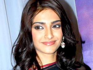 Description Sonam Kapoor, Sridevi at singer Raveena's album launch.jpg