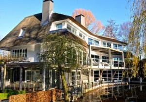 Oud-Ahold-topman Cees van der Hoeven zet zijn huis te koop voor €9,5 ...