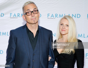 News Photo Art Alexakis and Anita Alexakis attend the