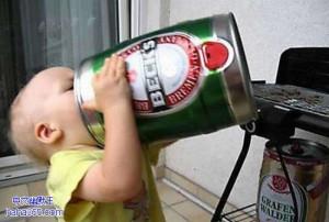 搞笑图片:爱喝酒的宝宝(20张)